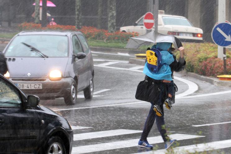 Vários distritos em alerta devido à chuva e vento