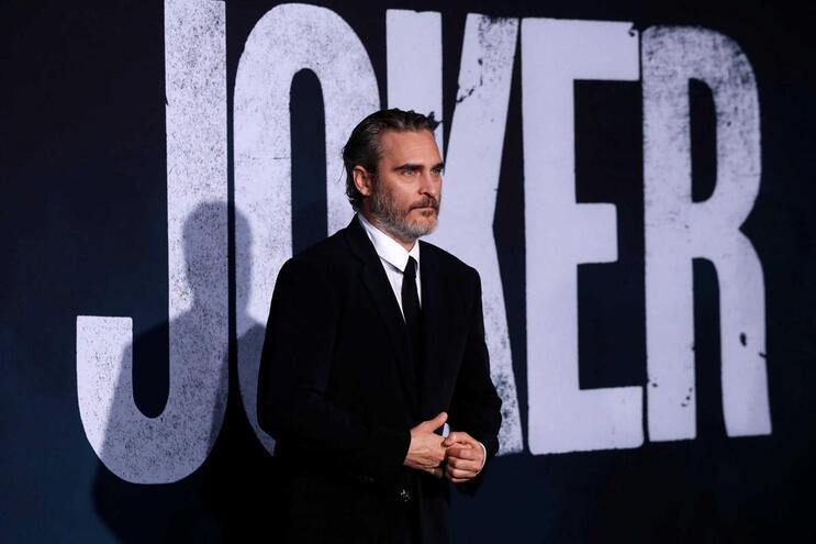 Joaquin Phoenix interpreta o papel de Joker