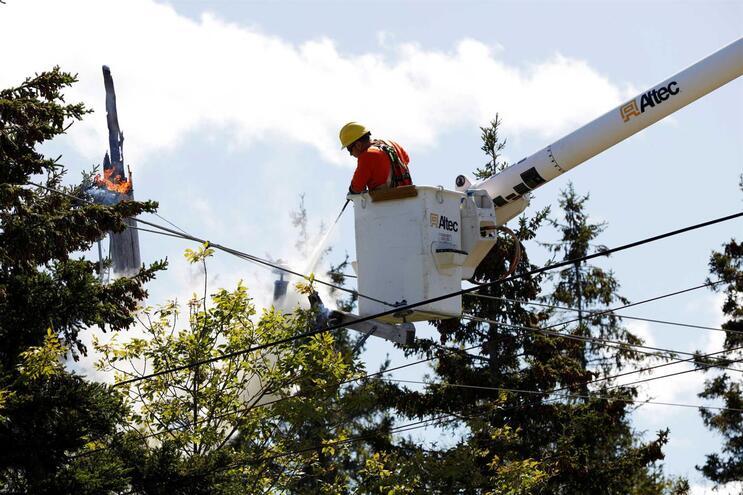 Mais de 200 mil canadianos estão sem luz devido ao furacão Dorian
