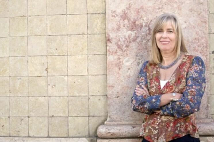 """Isabel Stiwell lamenta que """"continuemos a procurar teorias da conspiração para explicar esta pandemia"""""""