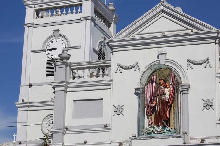 Nova explosão junto a igreja no Sri Lanka durante inativação de bomba