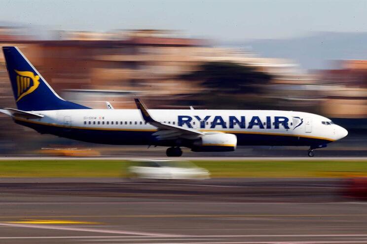 Pilotos da Ryanair com base na Holanda associam-se à greve na sexta-feira