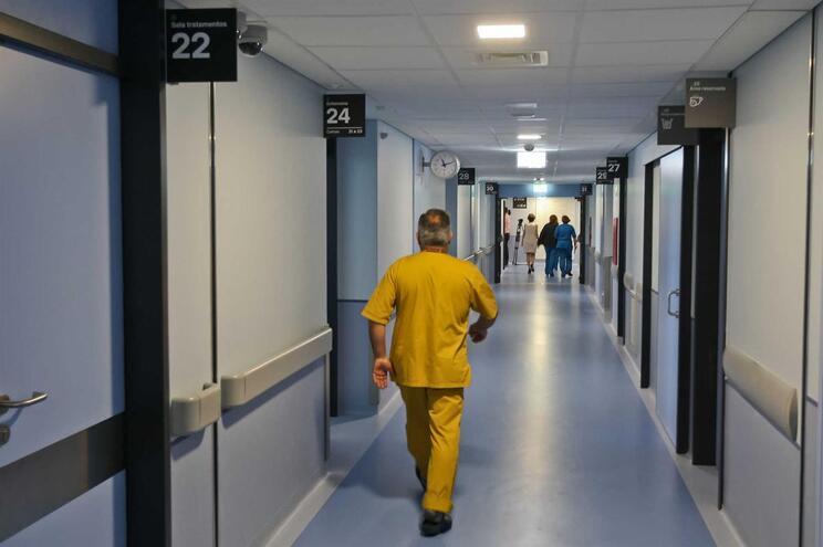 Reunião com ministra falha e médicos mantêm greve