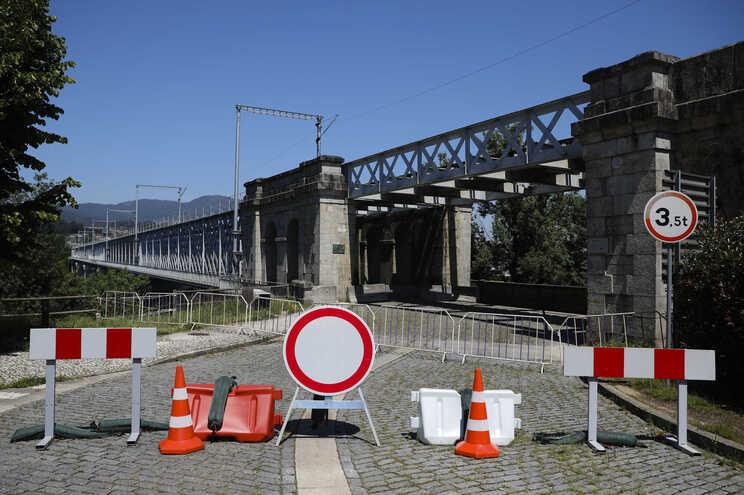 Ponte pedonal e ferroviária que liga a cidade de Valença à cidade Tuí (Espanha) encerrada