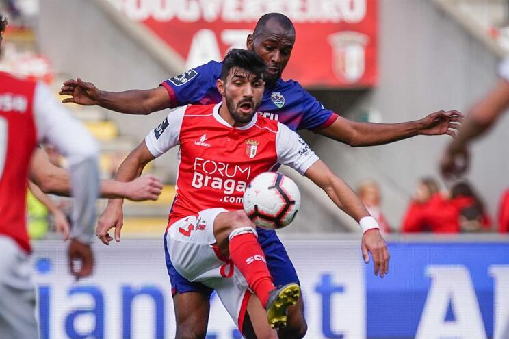Braga vence Chaves e está a dois pontos do F. C. Porto