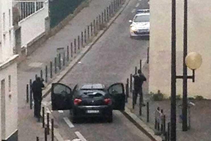 Imagem do atentado contra a revista Charlie Hebdo, no dia 7 de janeiro de 2015