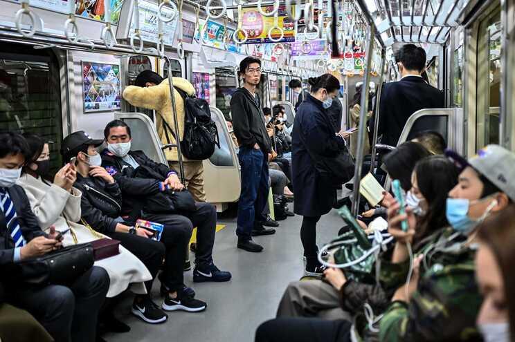 Japão com  2.189 infeções pelo SARS-CoV-2 nas últimas 24 horas, Tóquio com 493 casos