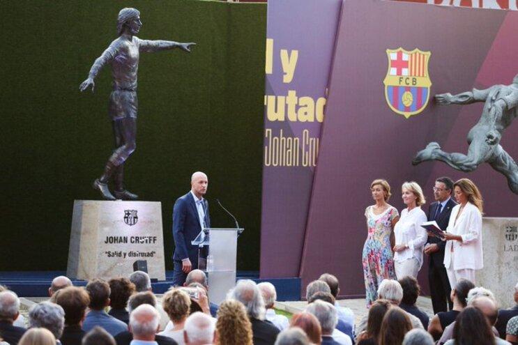 O filho Jordi Cruyff agradeceu a homenagem ao pai