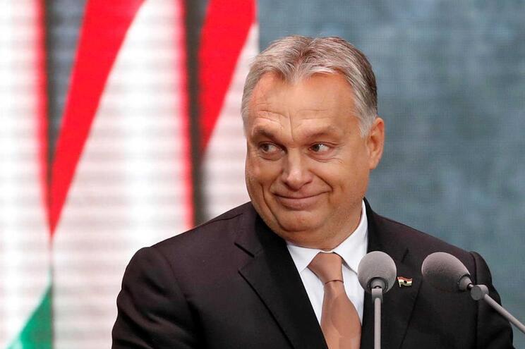Legislação do governo populista conservador de Viktor Orban gera controvérsia