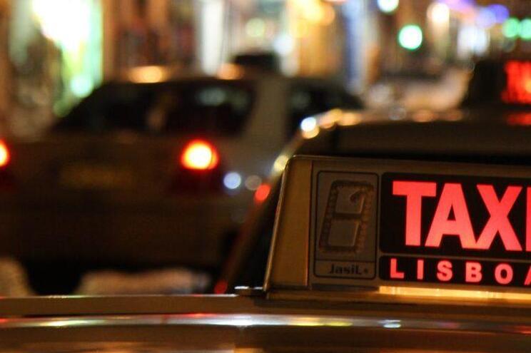 Iam sair à noite em Lisboa e assaltavam taxistas no regresso a casa