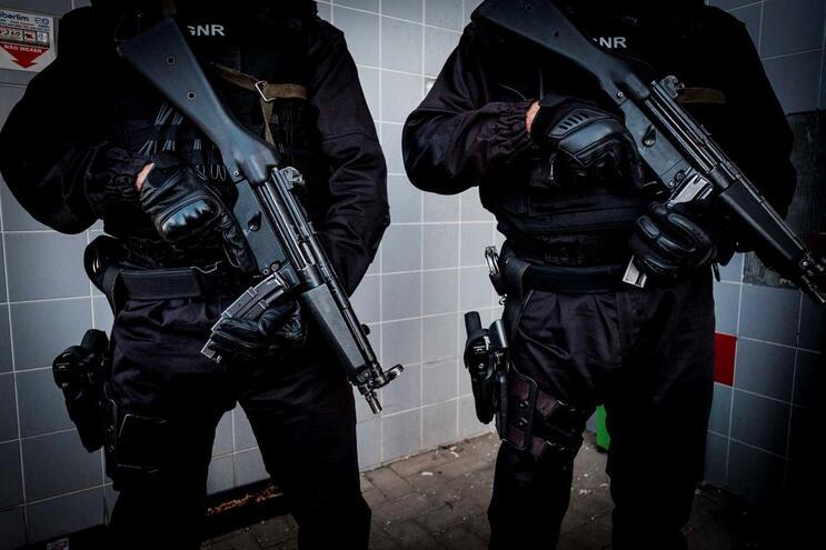 Dois homens com mais de 16 mil doses de haxixe detidos na Moita