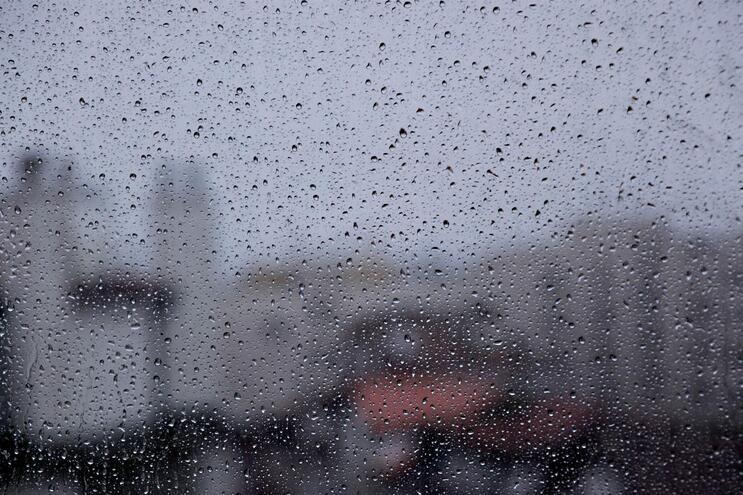 Semana termina com chuva, granizo e trovoada