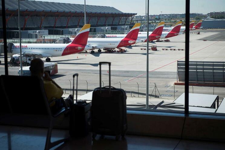 """Procuram dono de """"avião fantasma"""" no aeroporto de Madrid"""