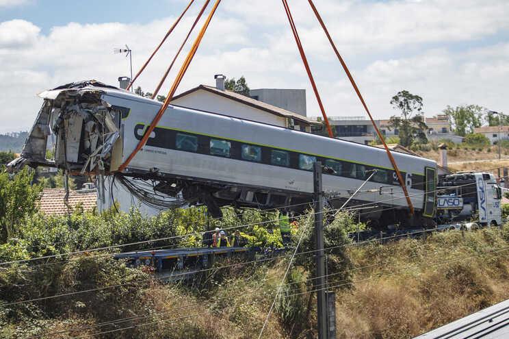 Duas pessoas morreram e 48 ficaram feridas no acidente com um Alfa Pendular, em Soure