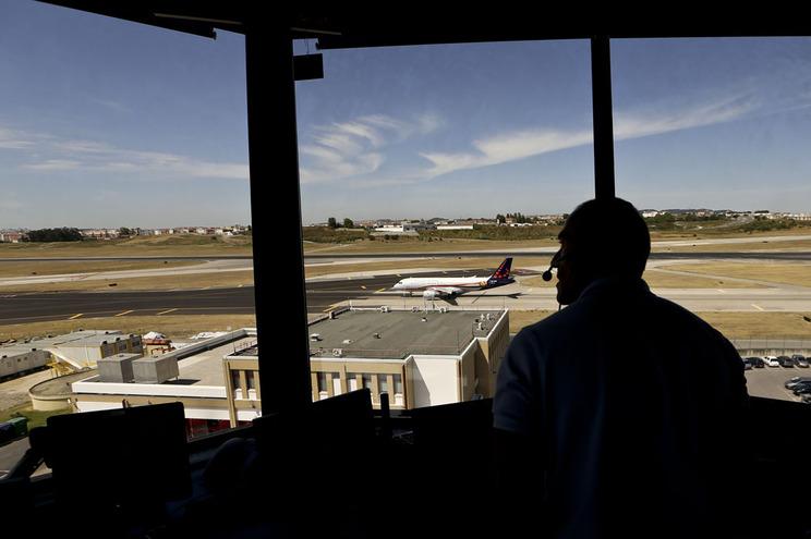O tráfego de passageiros nos aeroportos geridos em Portugal aumentou 5,8% nos últimos doze meses
