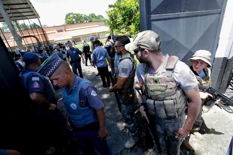 Cozinheira conta como salvou 50 crianças dos atiradores no Brasil