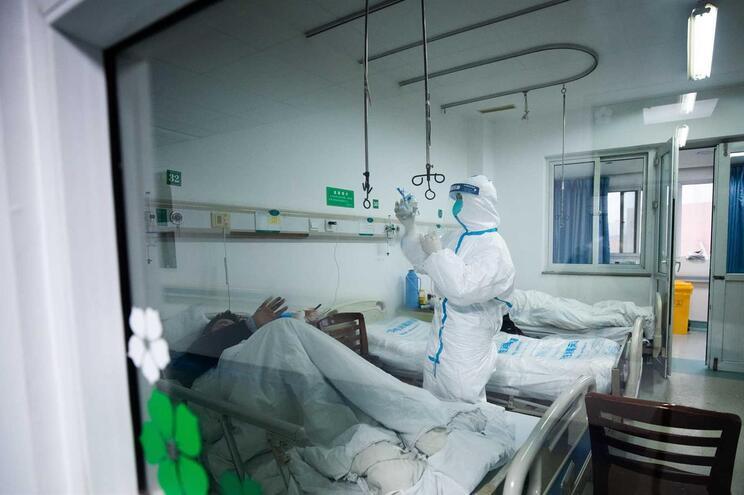 China enviou quase seis mil médicos de todo o país para a província de Hubei para reforçar a luta contra