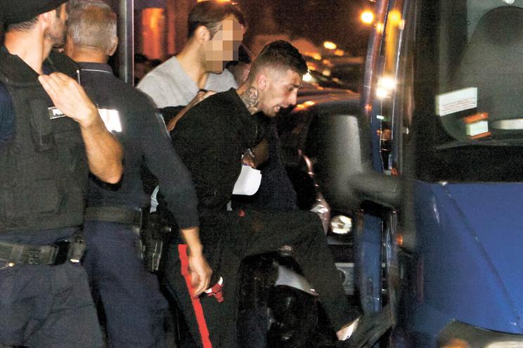 Suspeito à saída da Divisão de Investigação Criminal da PSP do Porto, em outubro de  2018