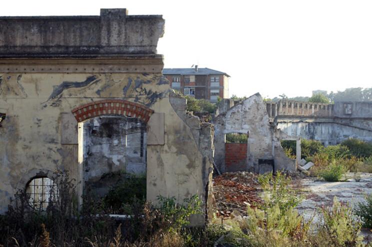 Fábrica abandonada em Lordelo do Ouro