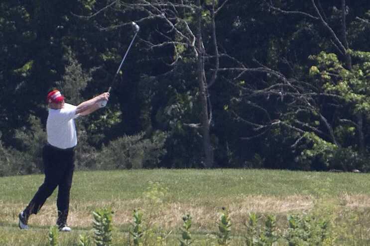 Donald Trump foi jogar golfe no dia seguinte ao comício de Tulsa, indiferente aos protestos e críticas