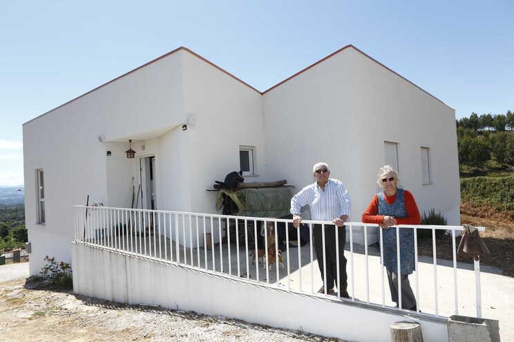 Álvaro Santos e a mulher, Alzira Quevedo, na nova casa