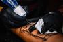 Estúdios de tatuagens podem reabrir, clientes têm de fazer marcação prévia