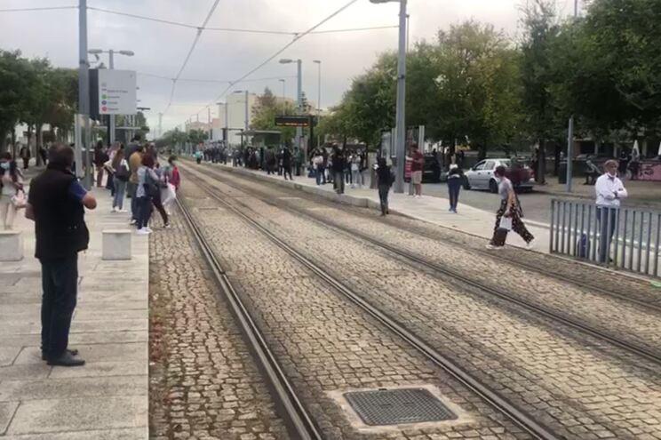 Centenas de pessoas esperavam o metro na estação da Senhora da Hora