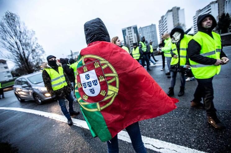 Coletes Amarelos anunciam fim do movimento mas prometem novidades para hoje