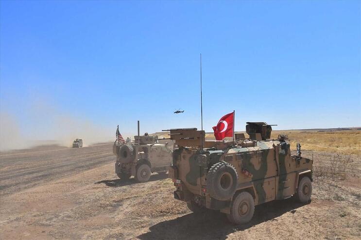 Tropas turcas lançam ofensiva no norte da Síria