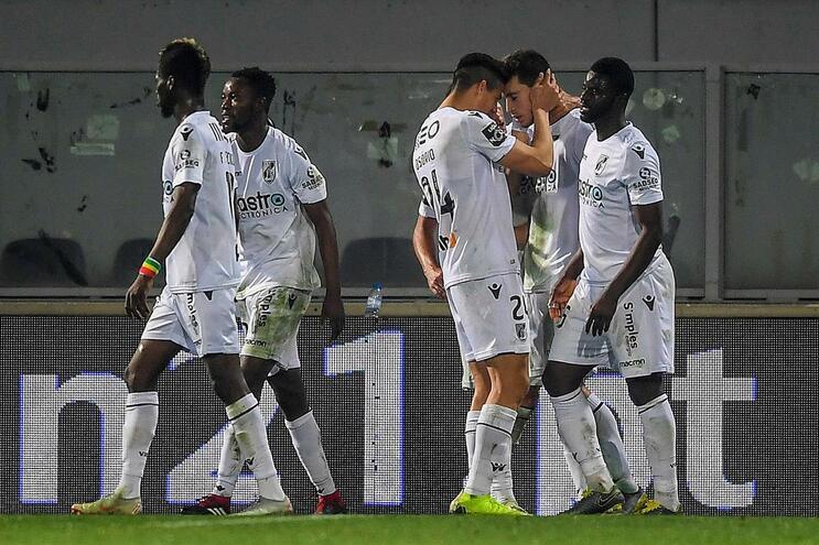 Vitória de Guimarães vence Portimonense e apanha o Moreirense na tabela