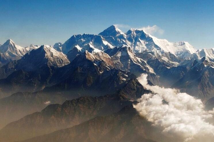 Everest e outros montes da cordilheira dos Himalaias