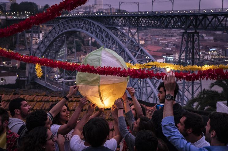Proteção Civil pede à população para não lançar balões de São João