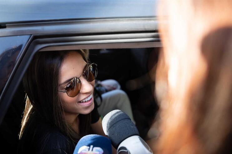 Milene Fernandes à saída do hospital