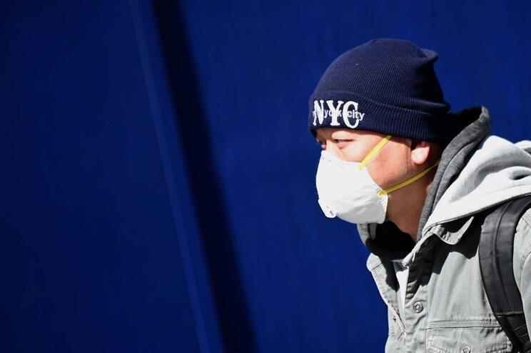 Um total de 7007 pessoas morreram devido a 175.530 casos de contaminação identificados em 145 países