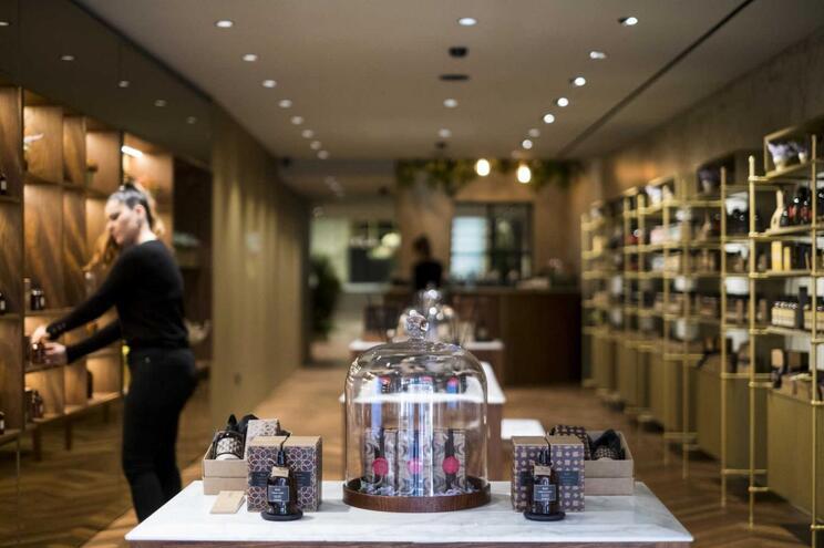 Nesta loja em Braga qualquer pessoa pode ser um perfumista