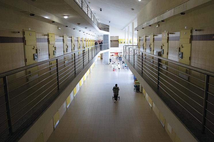 A prisão de Santa Cruz do Bispo acolhe 305 reclusas, mas tem capacidade para 350