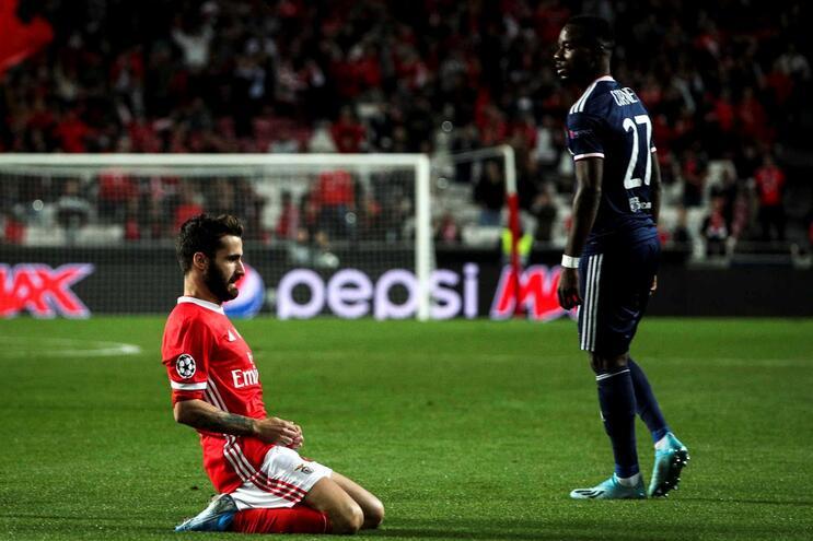 Rafa põe o Benfica em vantagem e sai lesionado