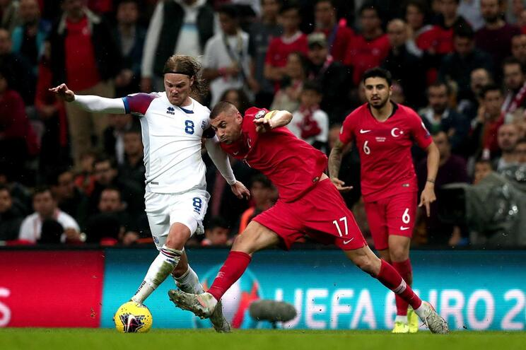 Turquia empatou com a Islândia e assegurou qualificação