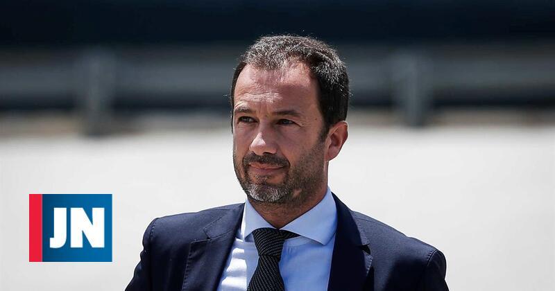 Acionista contra aumento salarial de Frederico Varandas
