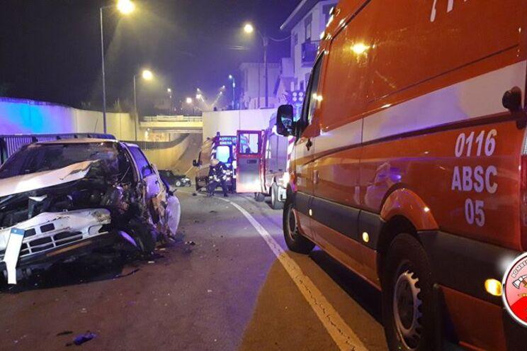 Cinco feridos em acidente aparatoso com dois veículos ligeiros