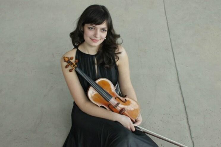 Violinista Tamila Kharambura ao vivo na redação do Jornal de Notícias
