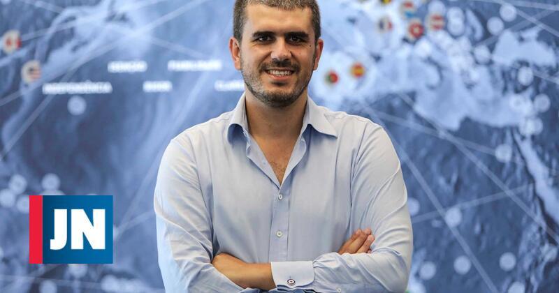 """Carlos Guimarães Pinto: """"Em Portugal, sou o primeiro líder partidário gago"""""""