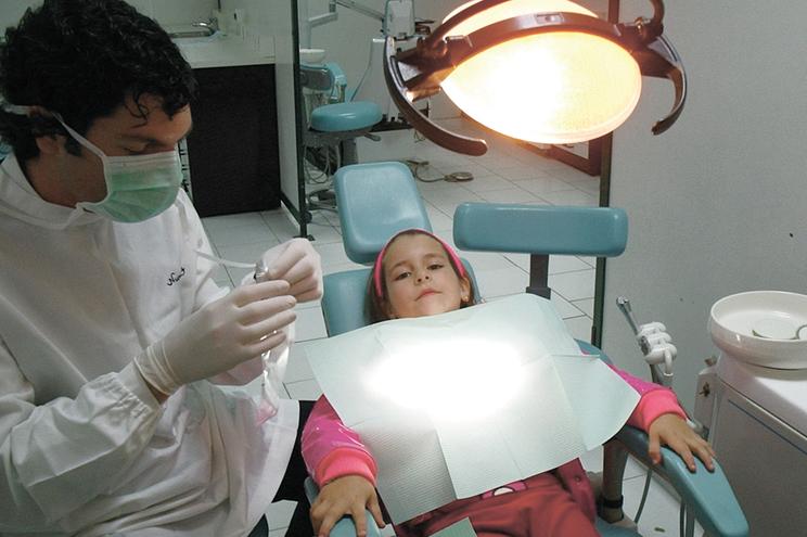 Cheques-dentista para crianças até aos sete anos já esgotaram