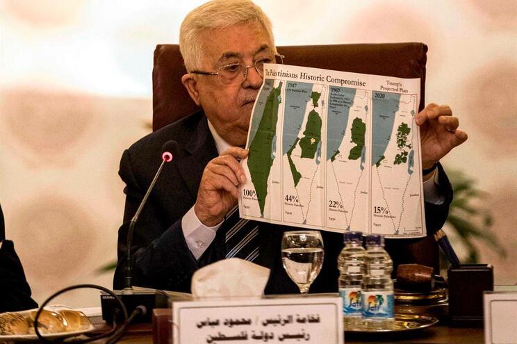 Mahmud Abbas mostra mapas com a regressão do território palestiniano desde 1947