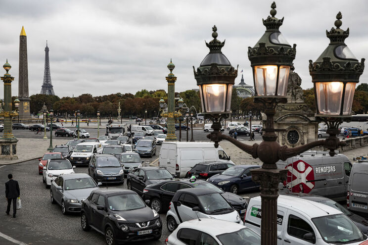 Área Metropolitana de Paris registou, pela primeira vez, desde o pós-guerra, menos carros a circular