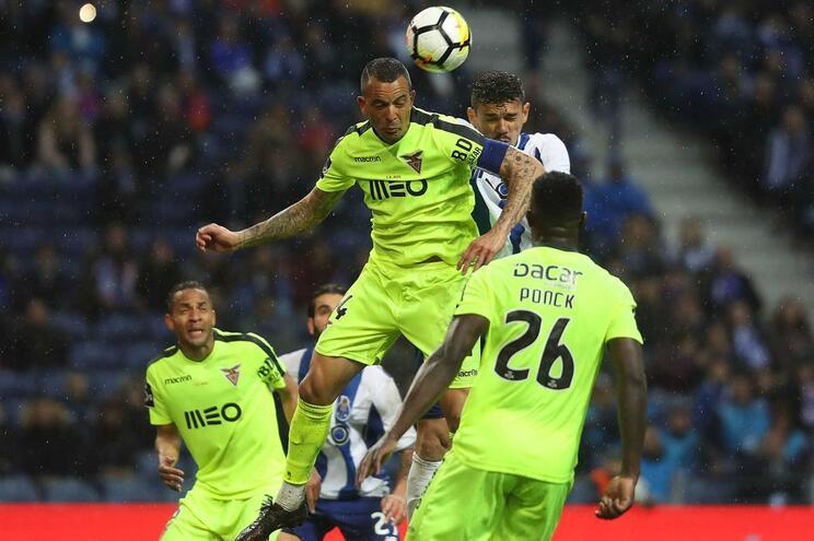 Benfica refuta suspeitas de pagar para F.C. Porto perder