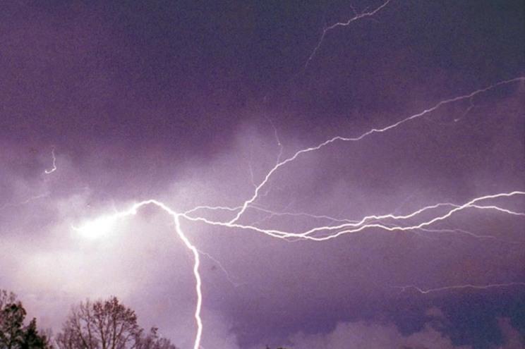 Trovoada seca pode aumentar risco de incêndio até domingo