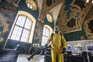 Desinfeção numa estação ferroviária de Moscovo