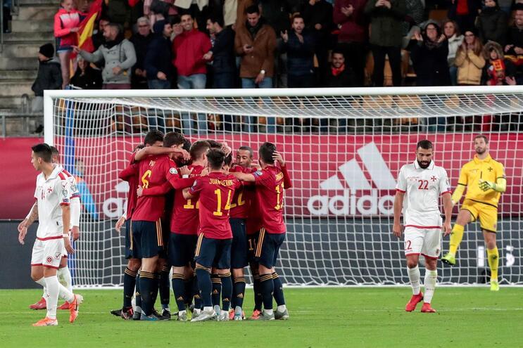 Espanha goleia e Dinamarca a um passo do apuramento