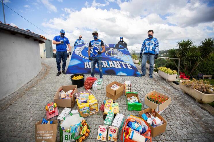 Super Dragões de Amarante levam cabazes a quem precisa   (Rui Manuel Ferreira / Global Imagens)